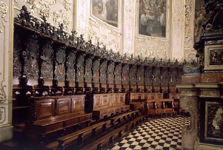 Il coro ligneo destinato ad accogliere il vescovo e i canonici di Bergamo, opera dello scultore d...