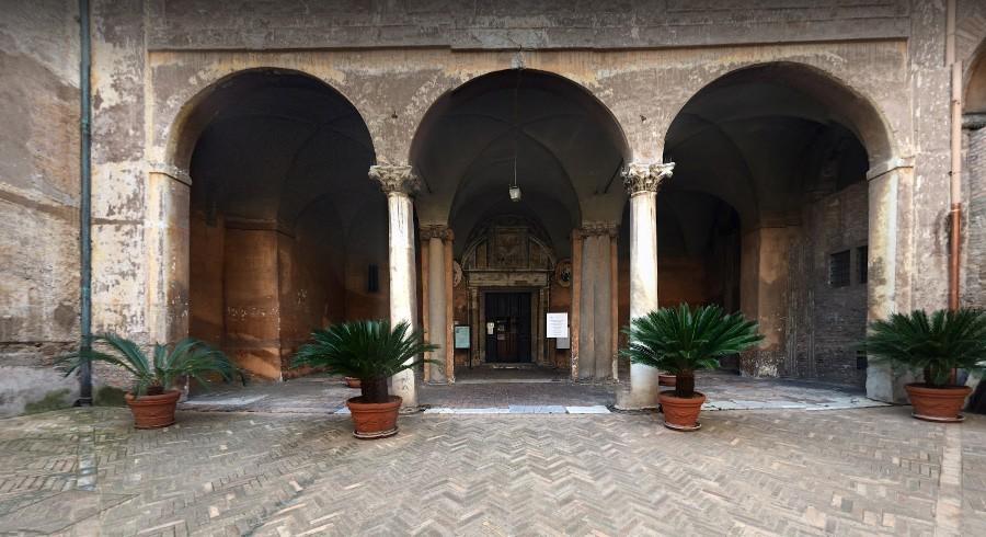L'ingresso della Chiesa all'interno del Monastero.