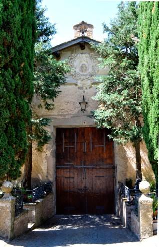 Portone d'ingresso visto dall'interno sormontato dall'altorilievo con san Romualdo, sec. XVIII