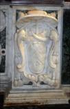 Ogna V. (1709), Scultura con stemma del vescovo Poerio 1/2