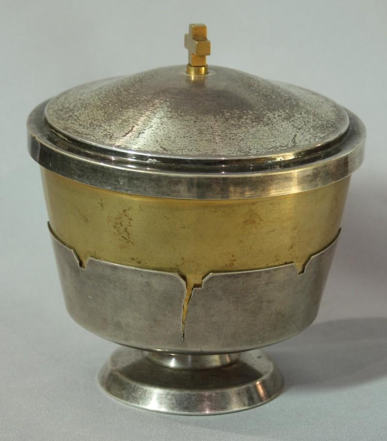 Ambito bergamasco sec. XX, Pisside in metallo