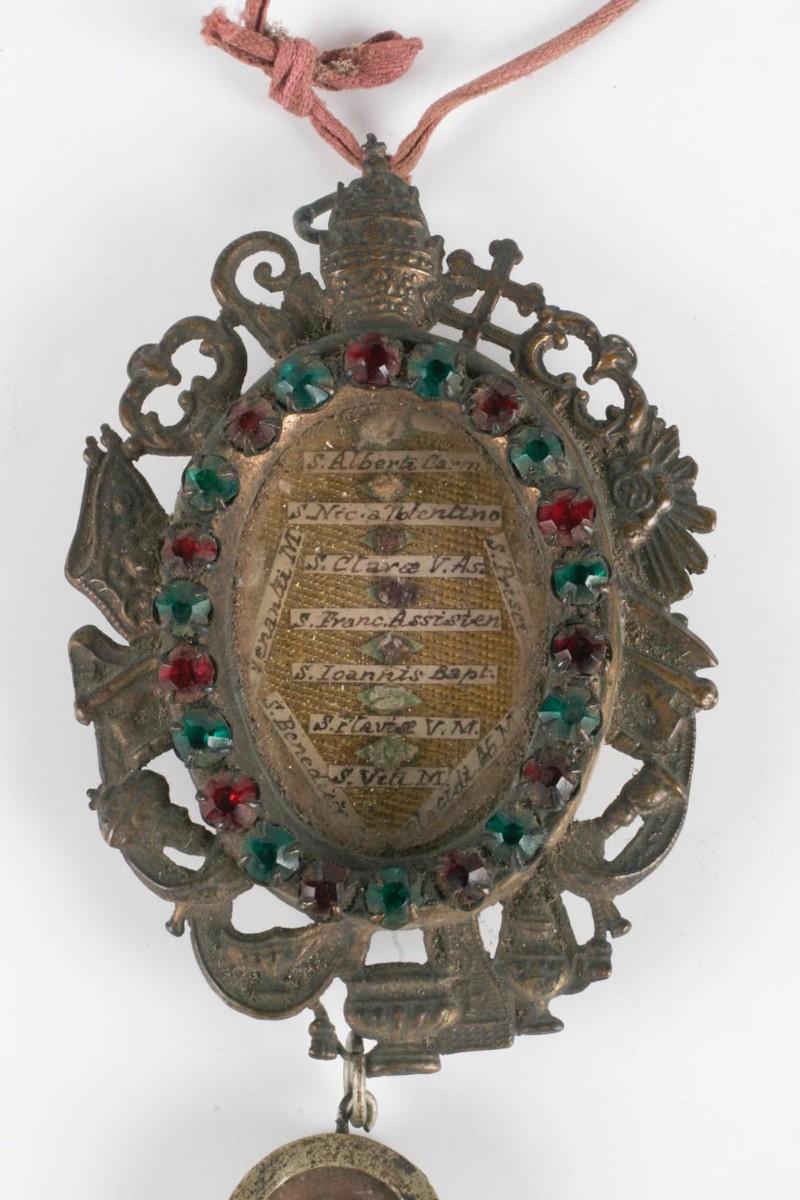 Bottega siciliana sec. XX, Reliquiario a capsula di santi
