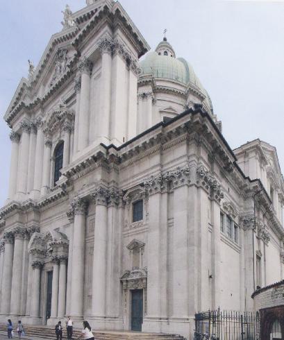 La facciata della cattedrale di Santa Maria Assunta a Brescia