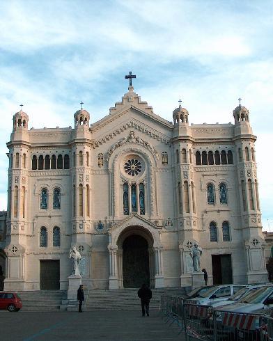 La facciata principale della cattedrale di Santa Maria Assunta a Reggio Calabria