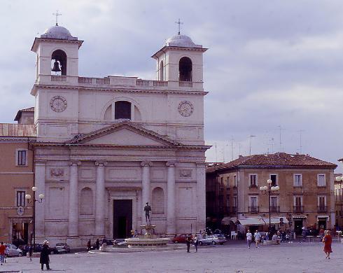 La facciata principale della cattedrale di San Massimo a L'Aquila