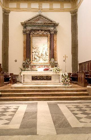 L'altare e l'altorilievo di Pompeo Ferrucci