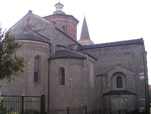 Il prospetto posteriore  - abside – della cattedrale di Nostra Signora Assunta ad Acqui