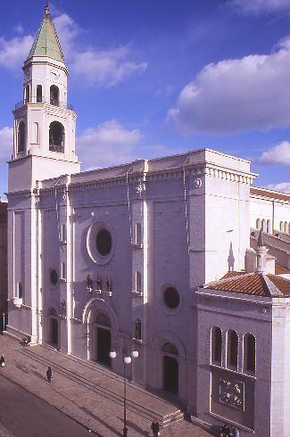 La facciata principale della cattedrale di San Cetteo vescovo e martire  a Pescara