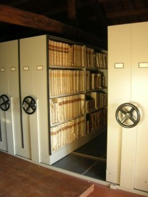 Interno magazzino Biblioteca diocesana Pio VI.