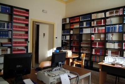 Sala informatica con le postazioni per gli utenti