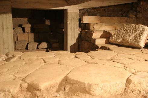 La cripta nell'area sottostante al presbiterio