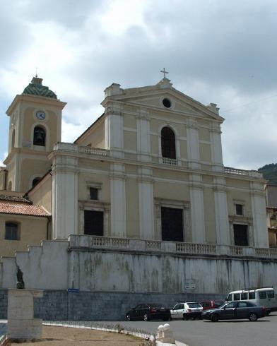 La facciata principale della cattedrale di San  Nicola di Mira a  Lungro