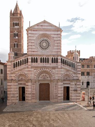 La facciata della cattedrale di San Lorenzo a Grosseto