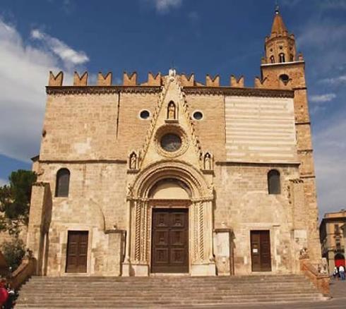 La facciata principale della cattedrale di San Berardo a Teramo