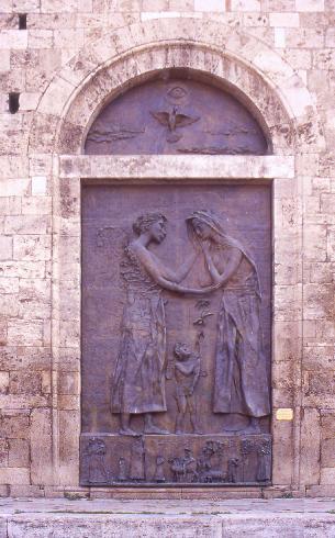 Il portale della  facciata posteriore della cattedrale di San Berardo a Teramo