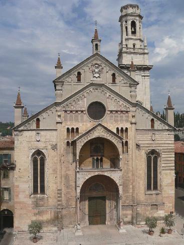 La facciata della cattedrale di Santa  Maria Assunta a Verona