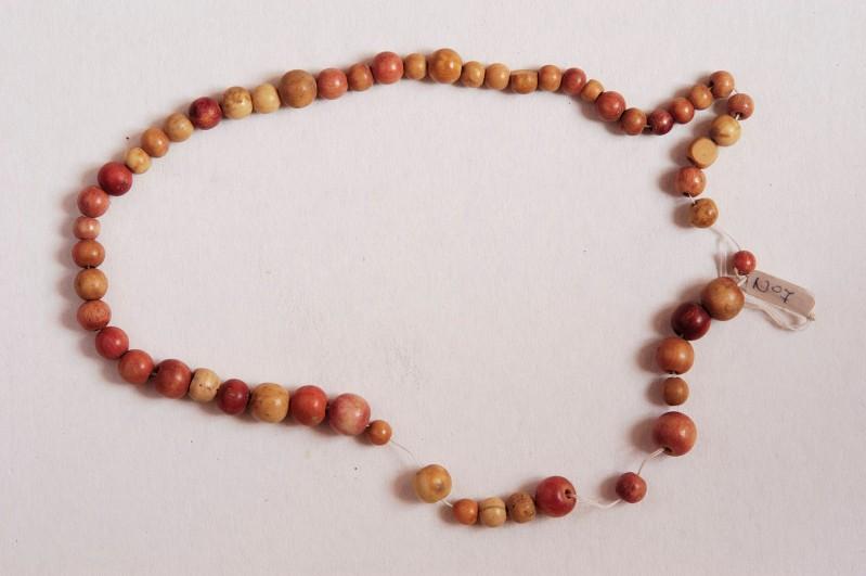 Bottega trentina secc. XVI-XVII, Frammento di rosario con grani sferici 5/5
