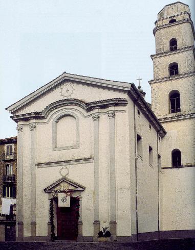 La facciata principale della cattedrale di San Pantaleone  a Vallo della Lucania