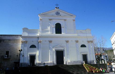 La facciata principale della Chiesa di Santa Maria della Visitazione a Cava