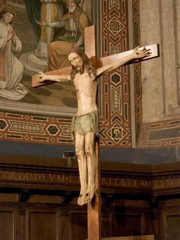 Il Cristo ligneo, sopra l'altare,di scuola umbra del XIII secolo