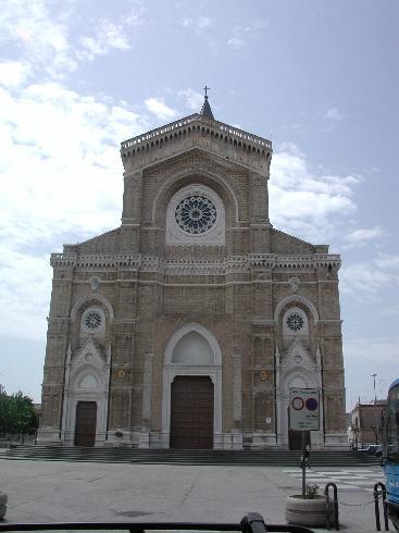 La facciata della cattedrale di San  Pietro Apostolo a Cerignola