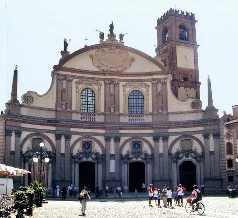 La facciata della cattedrale di Sant'Ambrogio