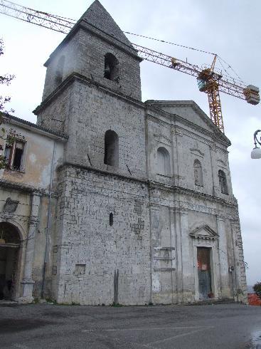 Veduta angolare della facciata della Chiesa di San Giorgio e San Gianuario
