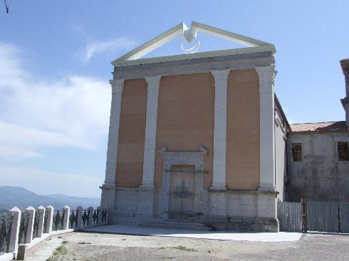 La facciata principale della Chiesa di San Nicola a Muro Lucano