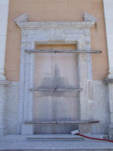 Il portale d'ingresso nella facciata principale della Chiesa di San Nicola