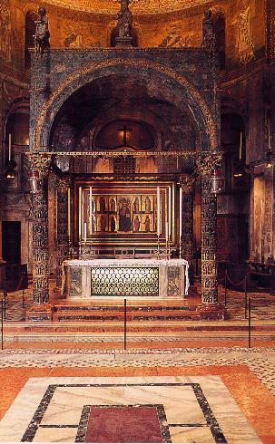 L'altare di San Marco con il ciborio