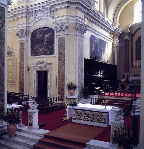 Scorcio del prersbiterio dal pulpito