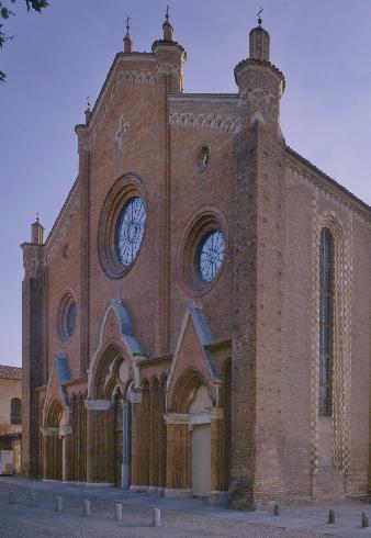 La facciata della cattedrale di Santa Maria Assunta ad Asti