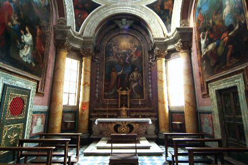 La cappella di Santa Lucia con la custodia eucaristica