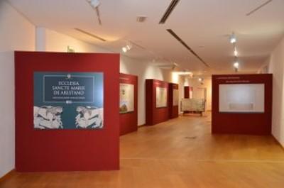 La galleria dlle esposizioni ospita la mostra sulle origini della Cattedrale di Santa Maria Assunta