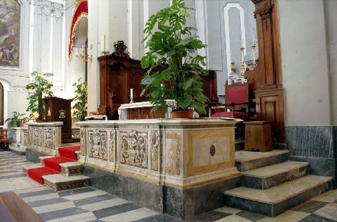 Il presbiterio vista di scorcio