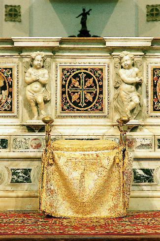 Il faldistorio utilizzato attualmente dal vescovo