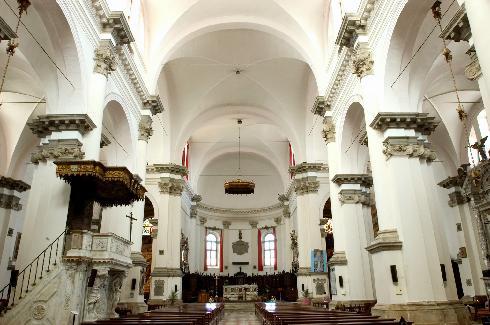 Interno, navata centrale