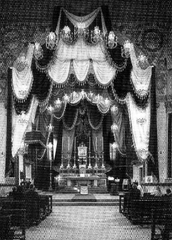 Il presbiterio nel 1960