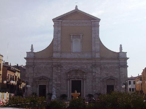 La facciata della cattedrale di Santa Maria della Marina