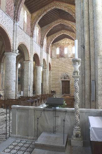 L'aula vista dall'altare