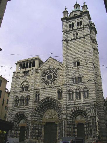La facciata della cattedrale di San Lorenzo a Genova