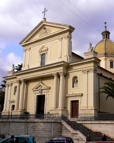 La facciata principale della cattedrale dei Santi Pietro e Paolo a Lamezia terme