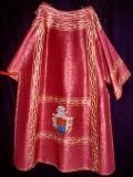 Ambito italiano (1939), Dalmatica in tessuto rosso 2/4