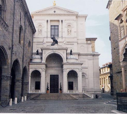 La facciata della cattedrale di Sant'Alessandro a Bergamo