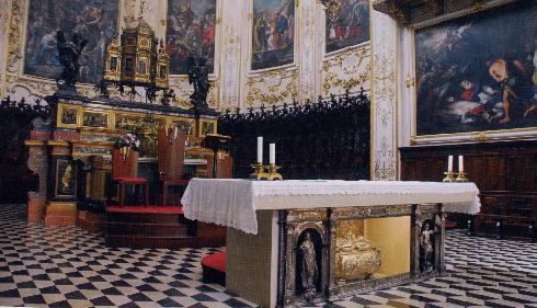Altare maggiore e mensa eucaristica