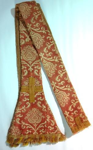 Manif. dell'Italia centrale sec. XVII, Stola in lana rossa damascata