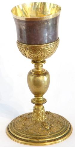 Bott. dell'Italia centrale sec. XVII, Calice con nodo a vaso e decori floreali