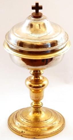 Bott. dell'Italia centrale sec. XVIII, Pisside dorata con nodo a vaso