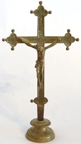 Bott. dell'Italia centrale sec. XVII, Croce d'altare in ottone a base circolare