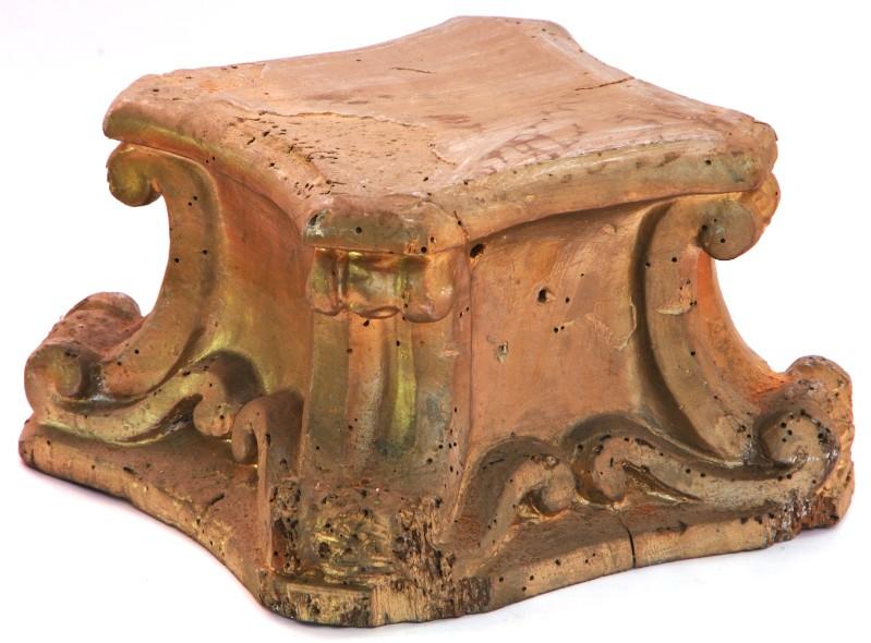 Bott. laziale sec. XIX, Espositorio con spigoli a voluta